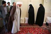 تصاویر:دیدار نماینده ولی فقیه در هلال احمر با خانواده حکاکان شهید امدادگر