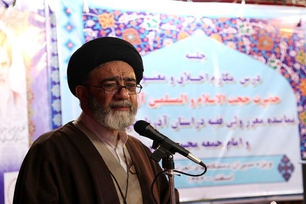 تجلیل نماینده مقام معظم رهبری در استان از خدمات هلال احمر آذربایجان شرقی به زلزله زدگان کرمانشاه