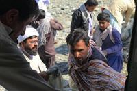 امدادرسانی مسئول دفتر نمایندگی ولی فقیه در هلال احمر در مناطق سیل زده